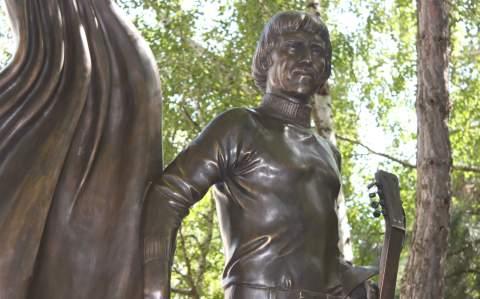 Памятник Высоцкому 2