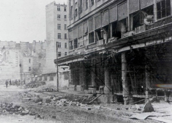 razrušeno-prizemlje-palate-Albanija-1024x731