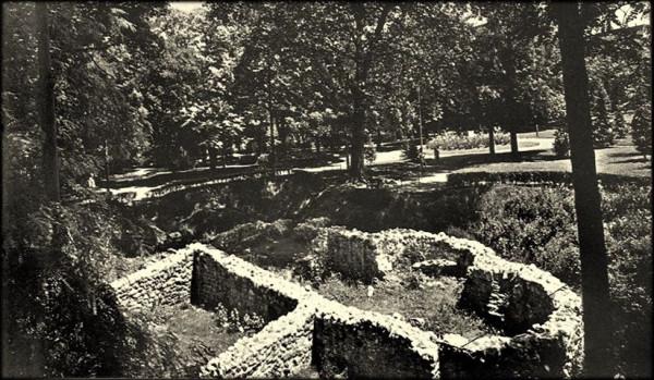 Ostaci starorimskog kupatila usred Studentskog parka