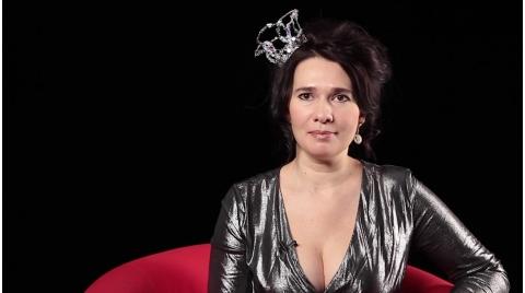 Эпатажная художница  наваяла грудью логотип Piter.TV