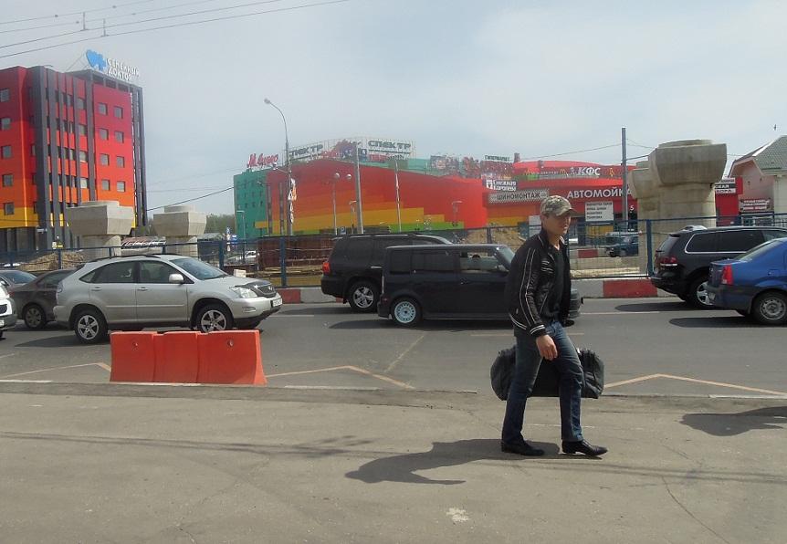 Несмотря на то, что Собянин обещал готовность развязки на Теплом стане к 1 июля 2013-явно ее не успеют достроить...