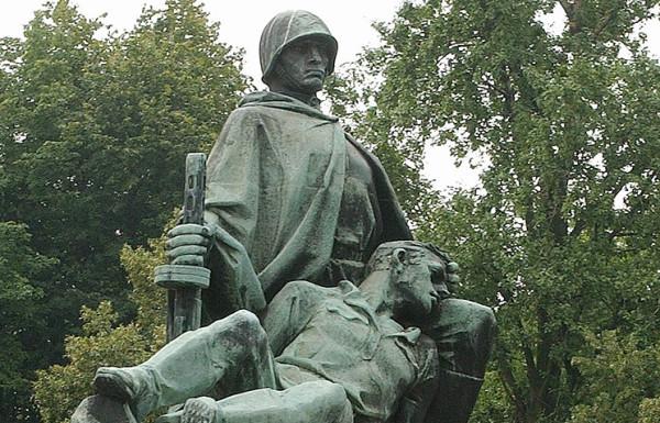 Памятник в Польше