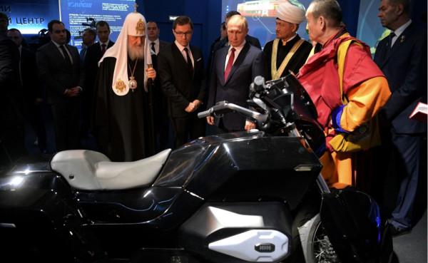 Путин и Патриарх на выставке