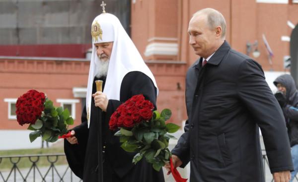 Путин и Патриарх с цветами