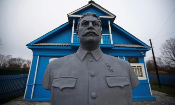 Сталин памятник