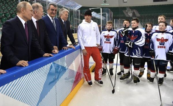 Путин и хоккеисты