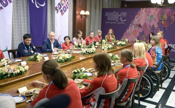 Путин и паралимпийцы в Сочи