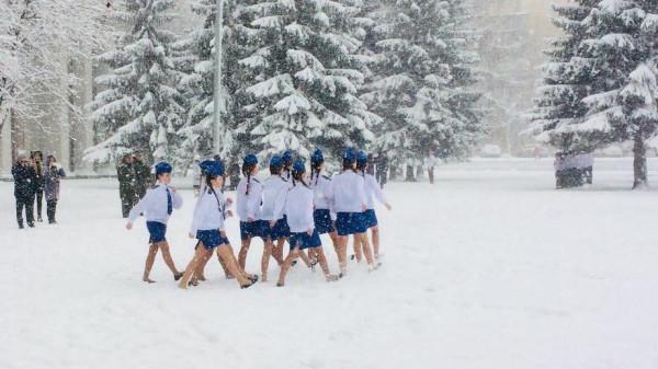 Дети в снегу 1
