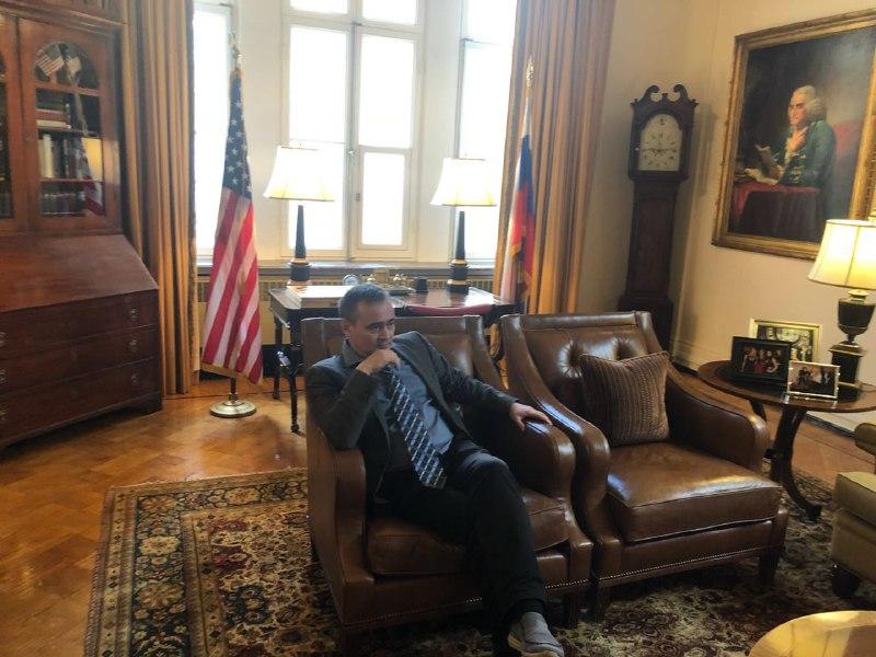 В резиденции посла США 2