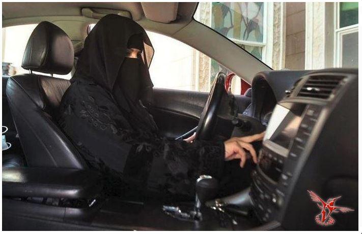 Женщины в СА за рулем JPG