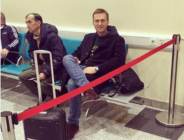 НАВАЛЬНЫЦ в аэропорту