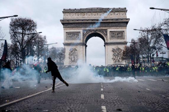 Париж. Протест JPG