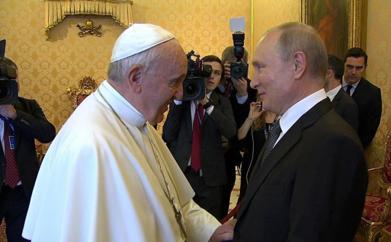 П и Папа Римский