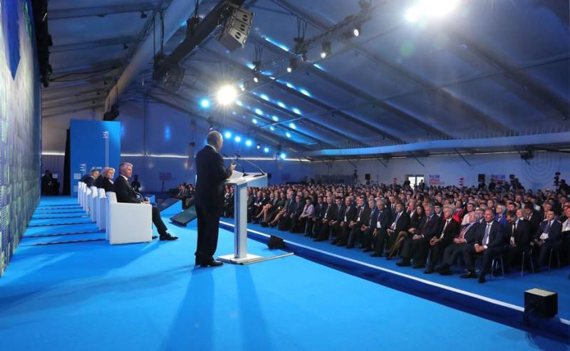 Путин  на форуме