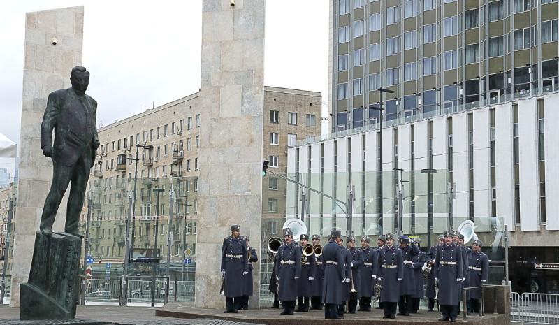 Памятник Примакову....