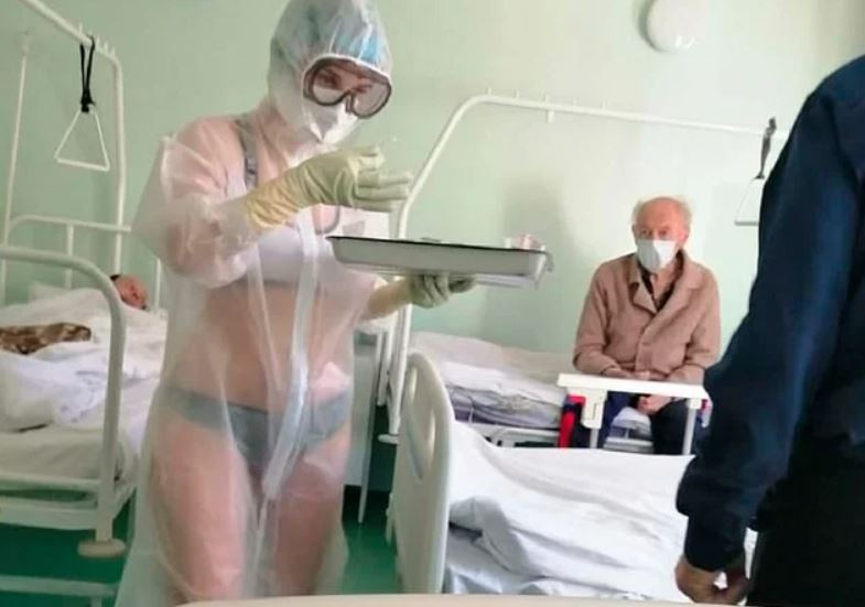 Медсестра в бикини