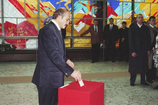Лукашенко в 1996 году