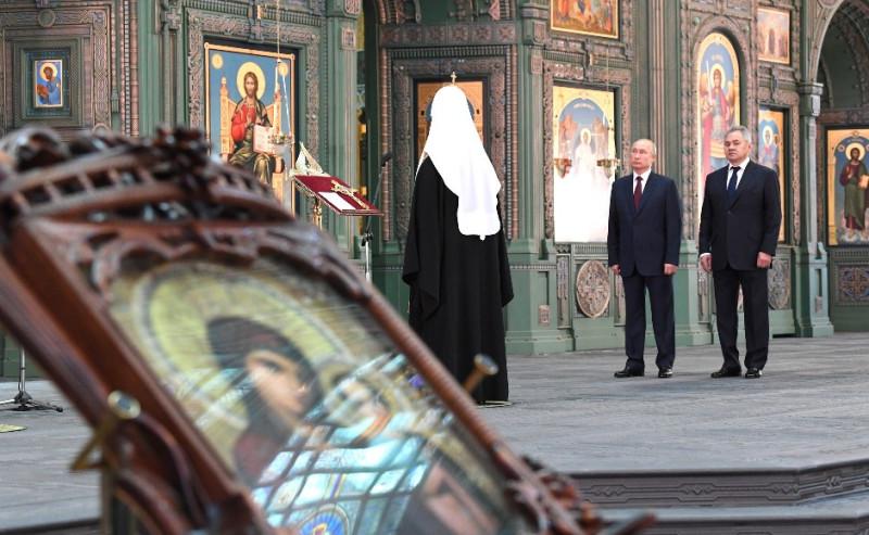 Путин в храме 1