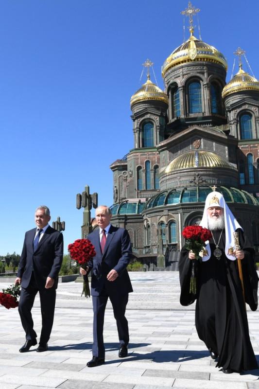 Путин в храме 4