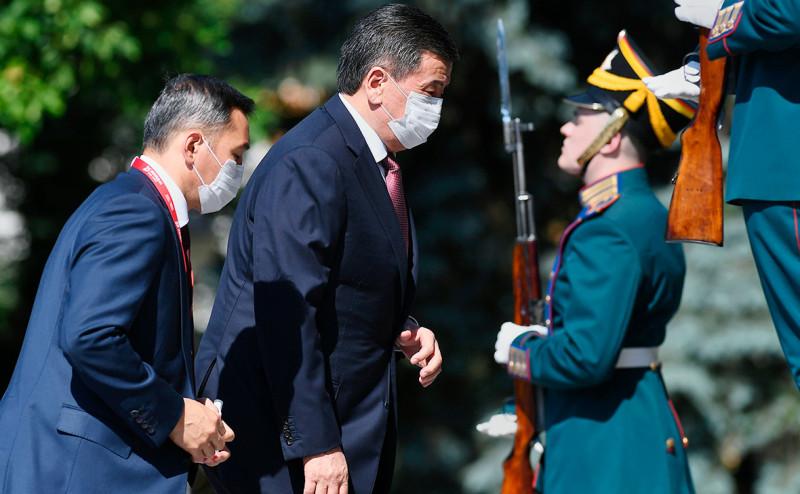 Президент в маске