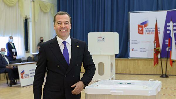 Медведев проголосовал