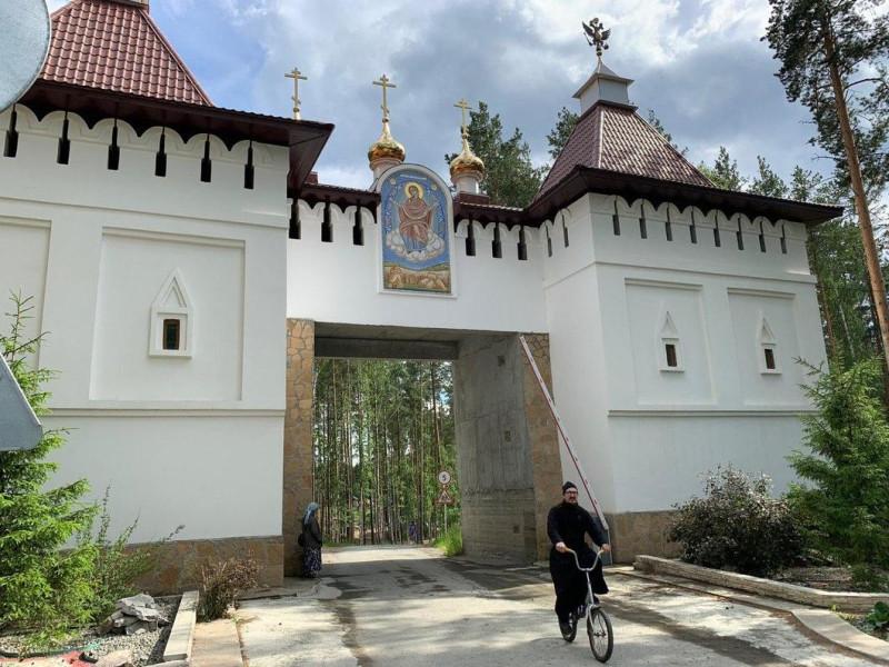 монастырь 0