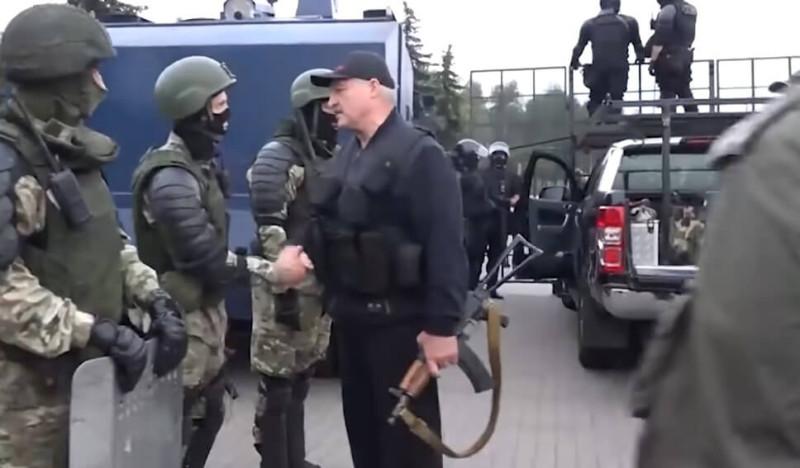Лукашенко с ватоматом