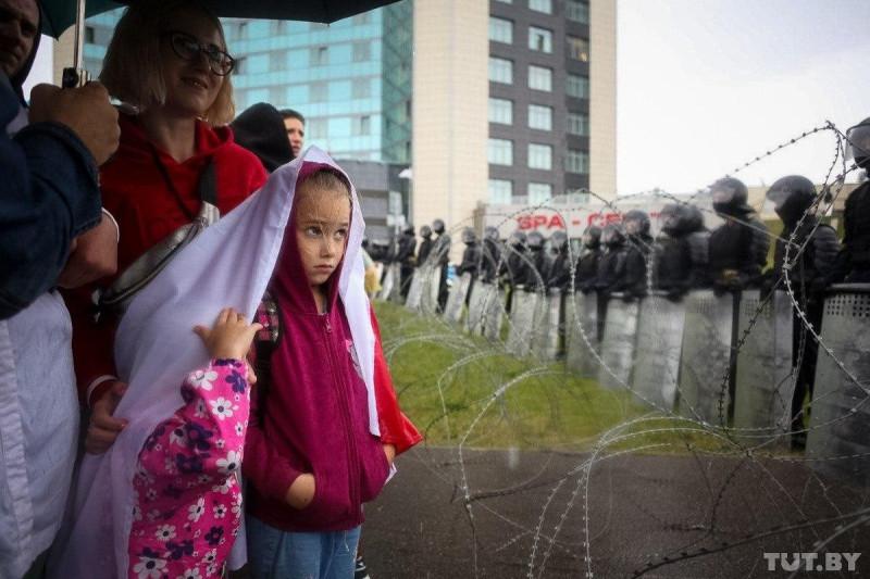 Минск протест дети