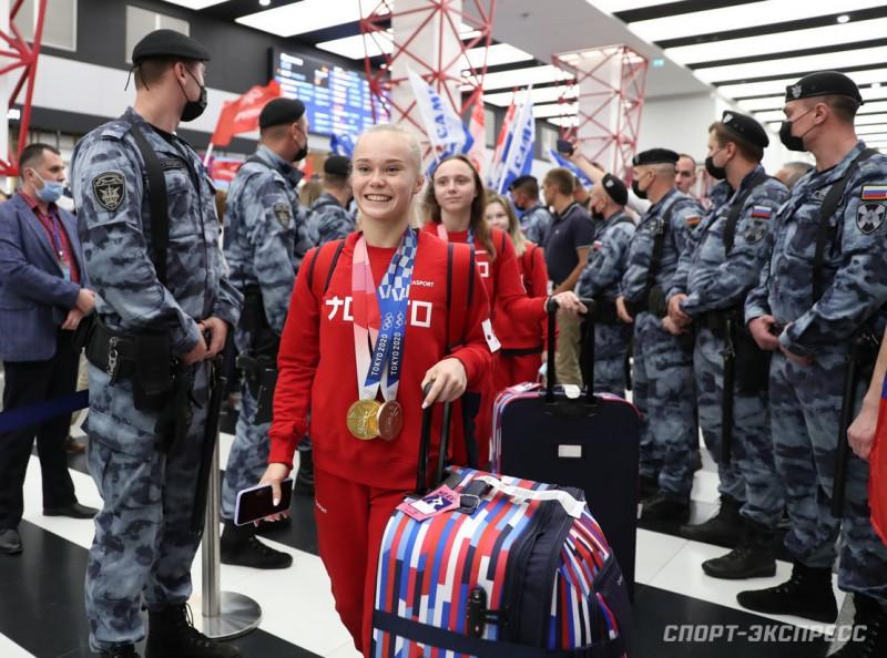 чемпионки в аэропорту