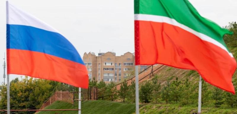 Флаги РФ и РТ