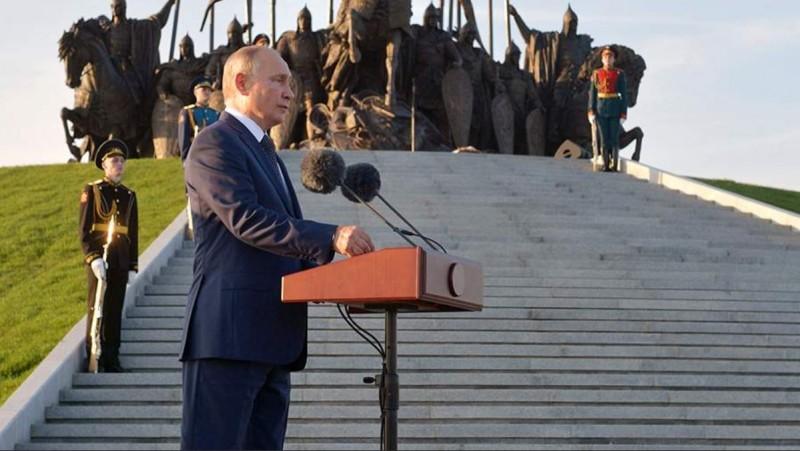 Путин и мемориал