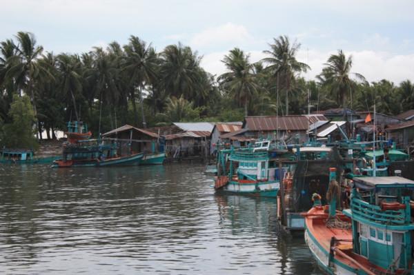 Деревня лодки