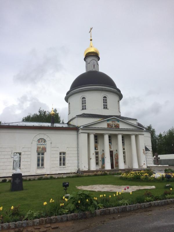 Храм подворья