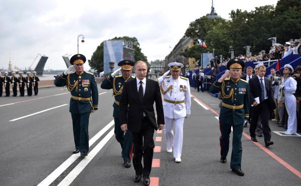 Парад в Питере Путин