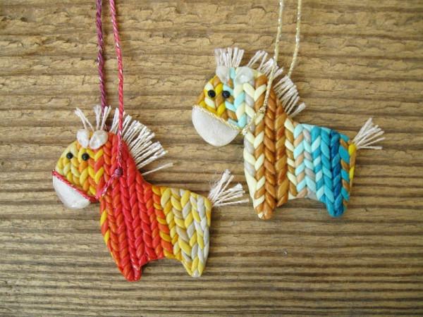 polymerclayfimo: Изделия: брошки, декор зеркальца и лошадки на ёлку