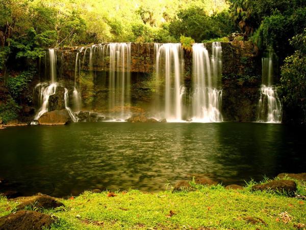 17799-oboi-vodopad