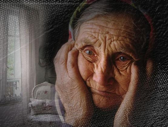 Старушка грустная