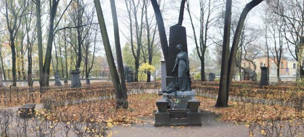 Памятник Ф.Ф. (1280x578)