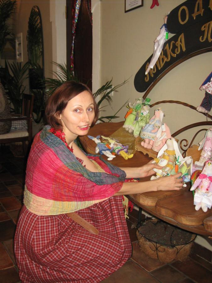Куклы и сувениры в ресторане Одесса 017