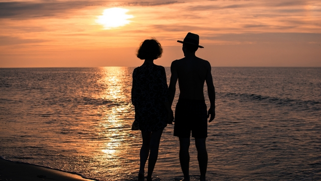 sunlight-hands-sunset-sea-love-sky-silhouette-beach-sunrise-evening-morning-coast-Sun-horizon-couple-summer-dusk-emotion-Person-romance-dawn-girl-ocean-man-woman-relationships-interaction-638851