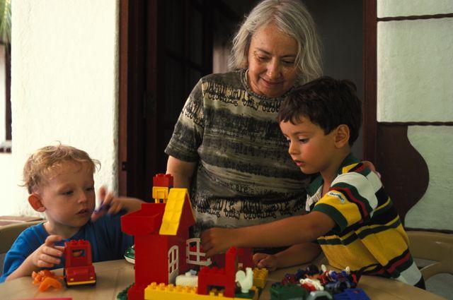 Турецким бабушкам будут давать деньги за внуков.