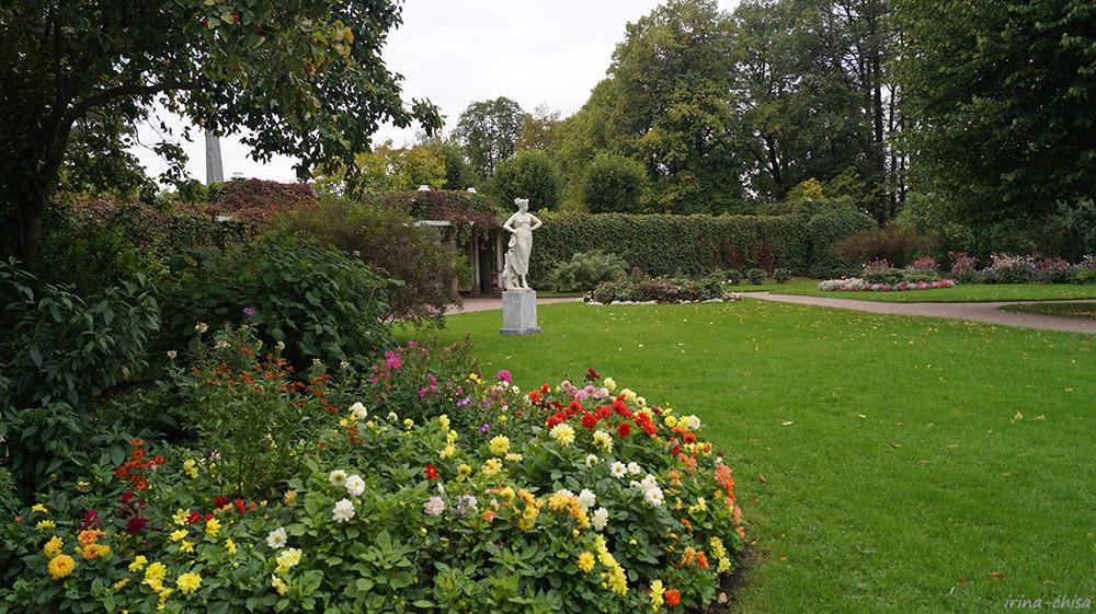 Собственный сад. Скульптура «Танцовщица»