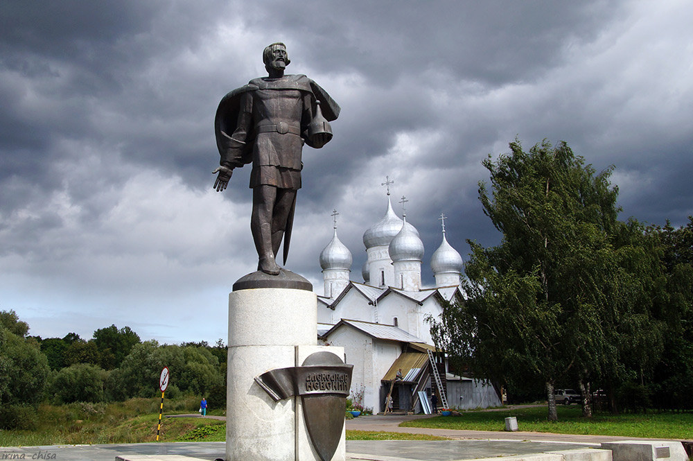 Памятник Александру Невскому и Храм Бориса и Глеба
