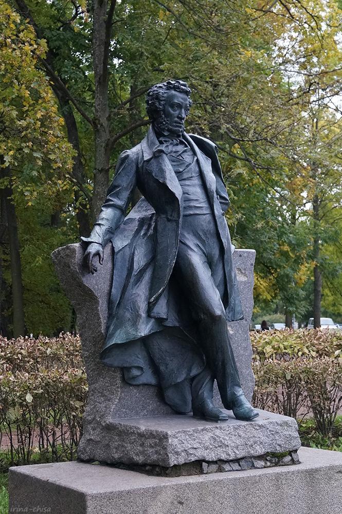 Памятник Пушкину в городском сквере