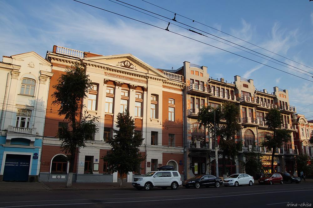 Музыкальный колледж и бывшая гостиница «Бристоль»