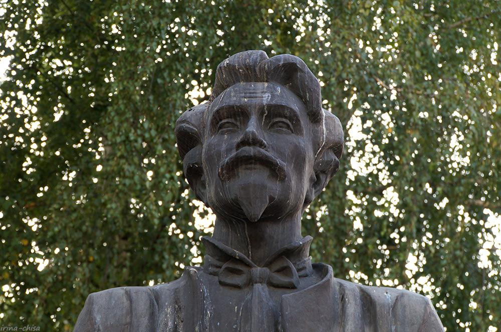 Памятник М. Е. Пятницкому