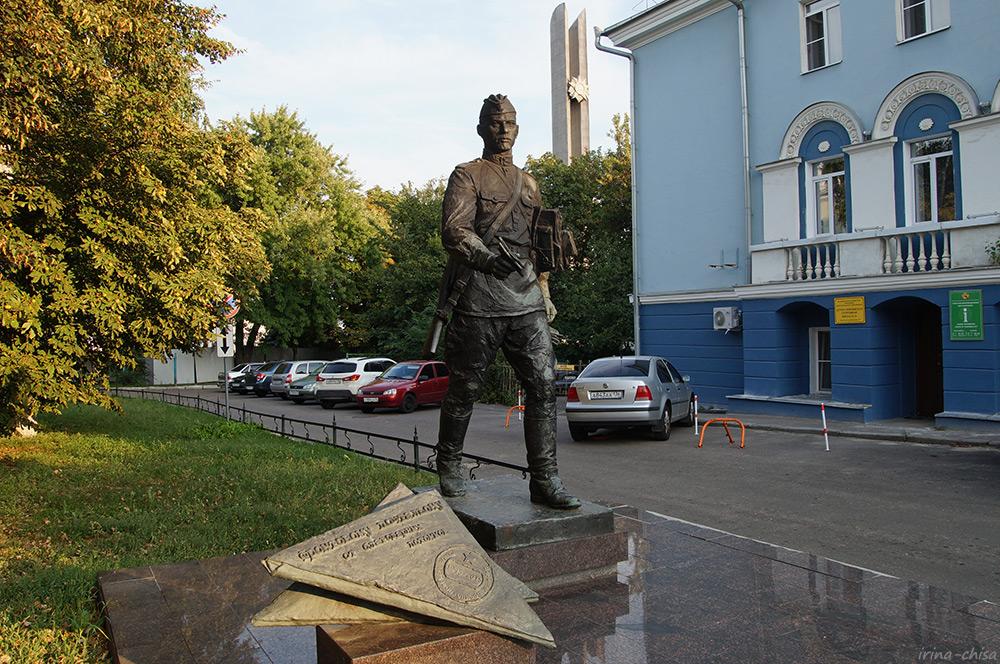 Памятник военному почтальону