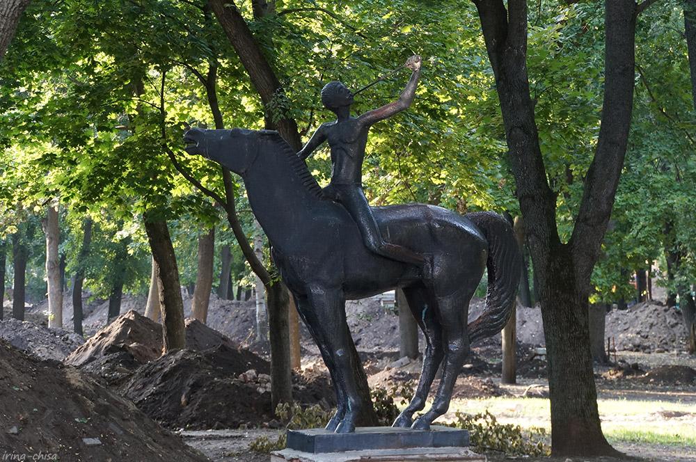 Скульптура Орлёнка
