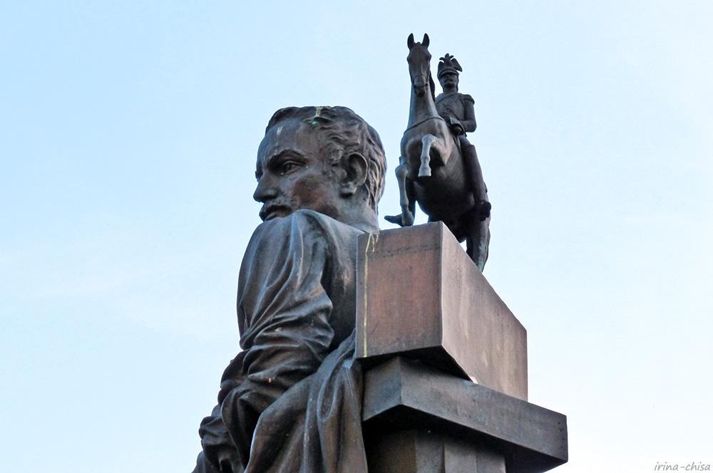 Памятник скульптору  Петру Карловичу Клодту