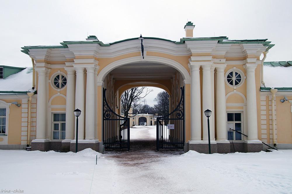 Западная арка с воротами